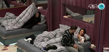 קראין מבקשת מג'וזי לעבור לישון איתה במיטה ולא האמינה שזה התשובה שתקבל ממנו