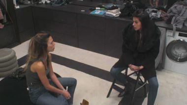 קארין מתחרטת שסיפרה את הרגשות שלה לחברים שלה כי היא מרגישה שהם מתרחקים ממנה